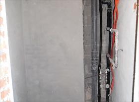Совмещенный санузел - плитка, потайные ниши, разводка труб