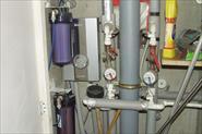 Установка проточного водонагревателя 9 кВт., фильтра очистки питьевой воды, измельчителя пищевых отходов под мойкой в кухне и гигиенического душа в туалете.