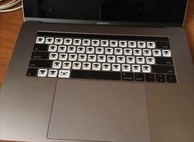 Чистка клавиатуры MacBook Pro 2017 от пыли!