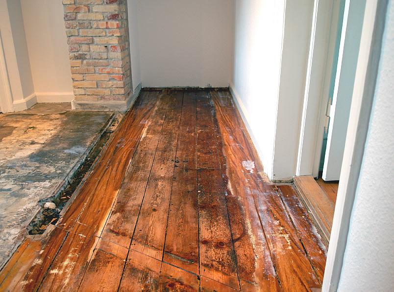 Выравниваем пол фанерой по старому деревянному полу